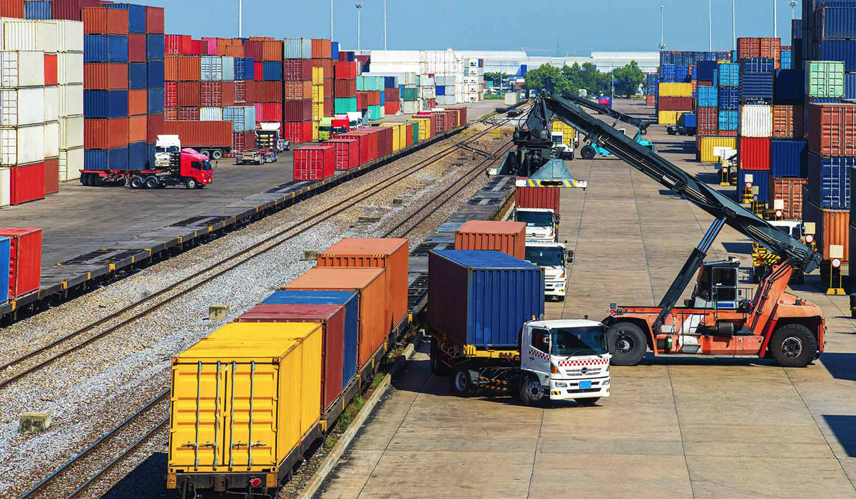 freight-containers-at-dock